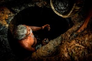 Золотарь - популярная и запрещенная профессия в Индии…
